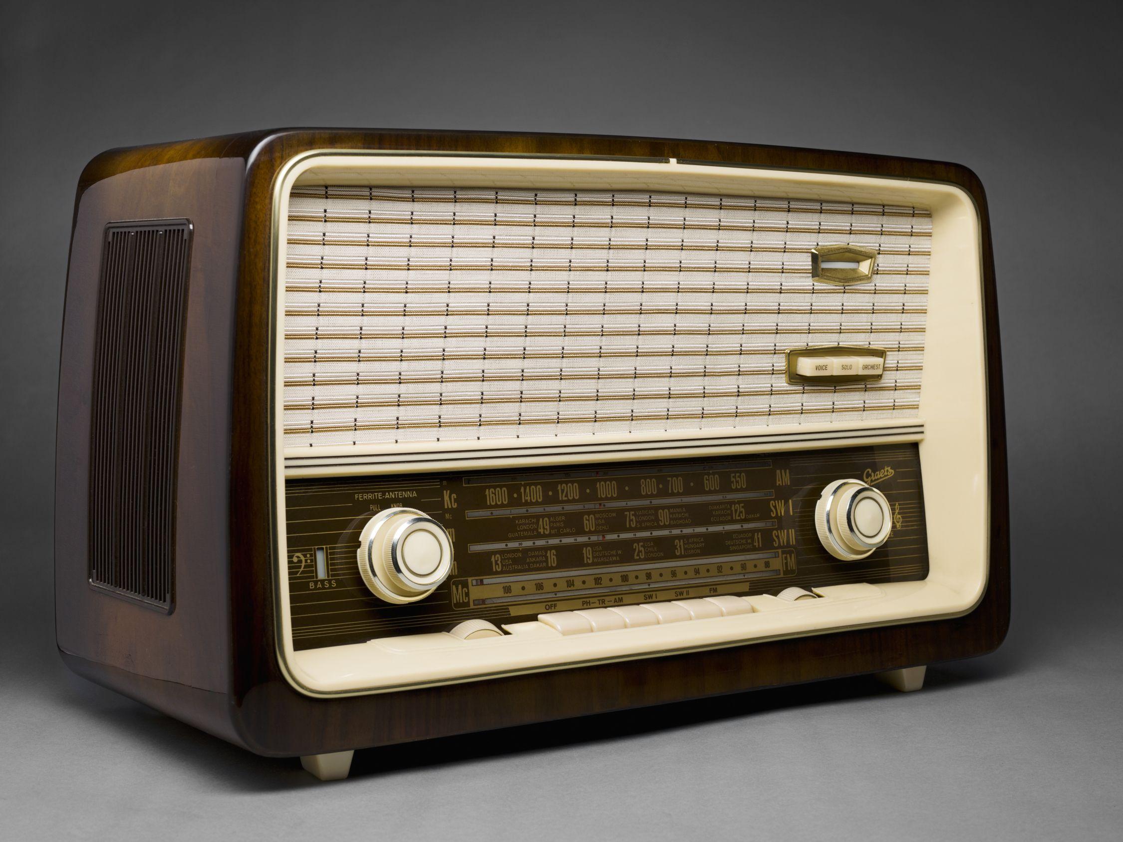 Retro radio design … | Santa Fe Book | Pinte…