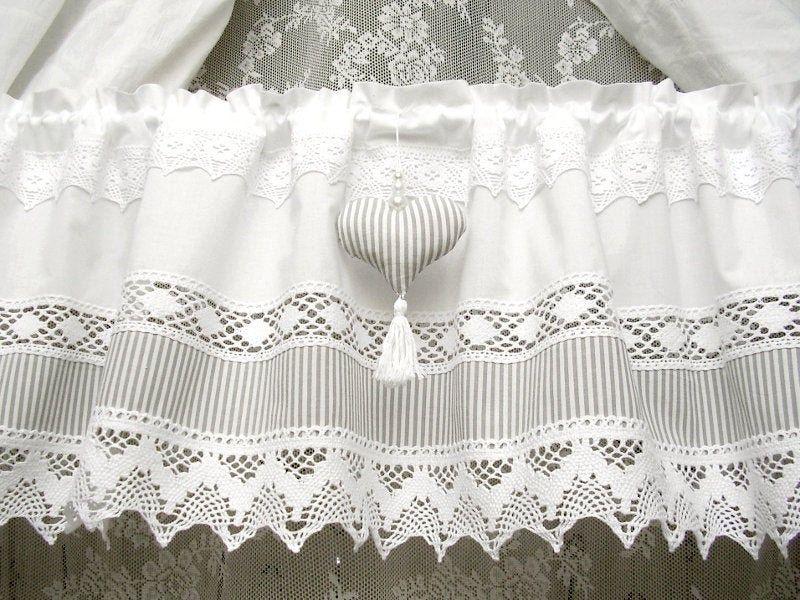 Schwedische Landhaus Gardine Mit Grauen Streifen Und Herz Etsy In 2020 Country Style Curtains Country Style Homes White Shabby Chic