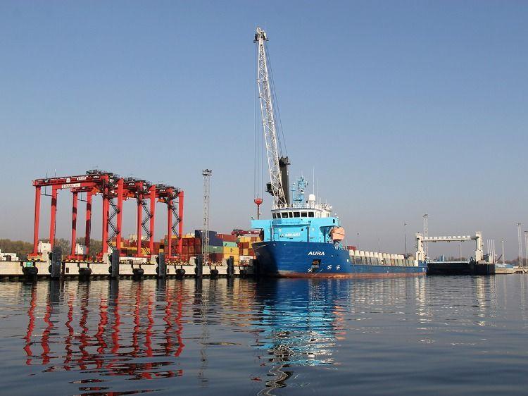 Корабли на причалах в Балтийске