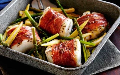 Slimming Worlds Parma ham-wrapped cod with sweetcorn and asparagus