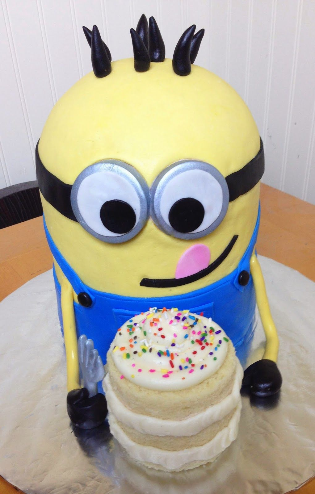 Gallery minion cake despicable me party minion party