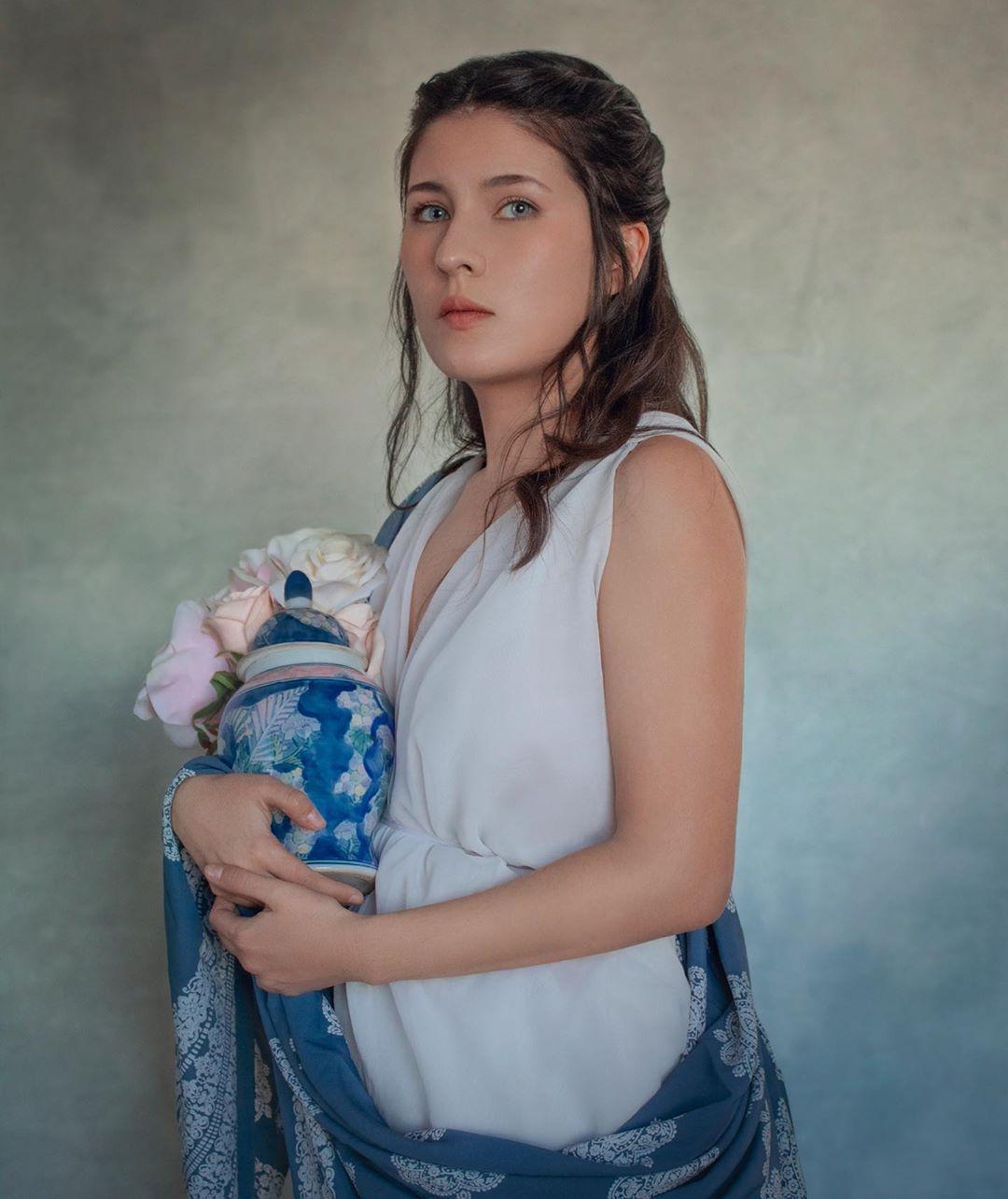 "Josefina Chipon S on Instagram: ""Somewhere in Between ☁️ . . . . #selfportrait #portrait #portraitphotography"""