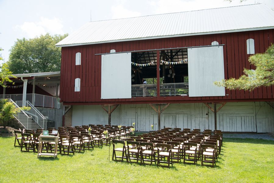 Maryland Barn Wedding Ceremony Location Christina Edward S Handmade Casual Smokey Glen Farm Wedding In Ma Farm Wedding Barn Wedding Chicago Wedding Venues