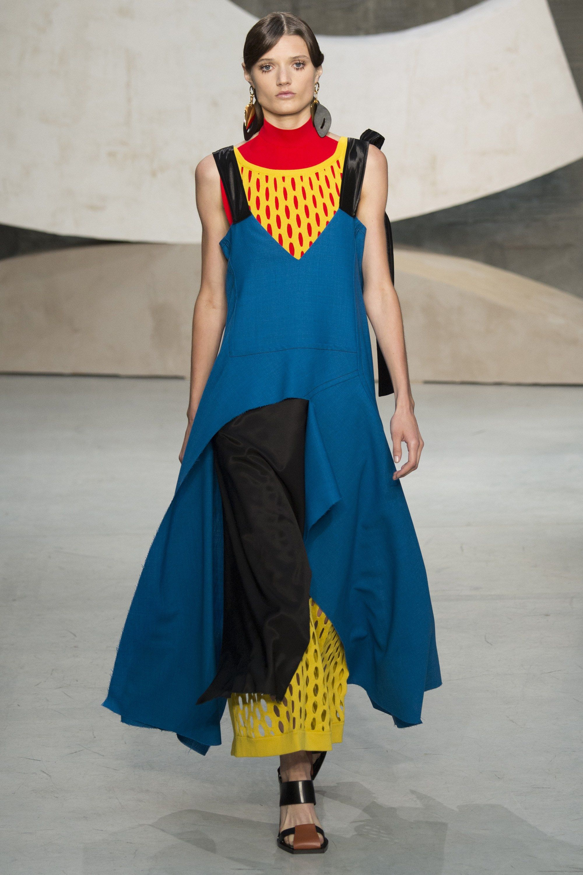 1eccd952b3e4f Marni Spring 2016 Ready-to-Wear Fashion Show - Olivia Jansing