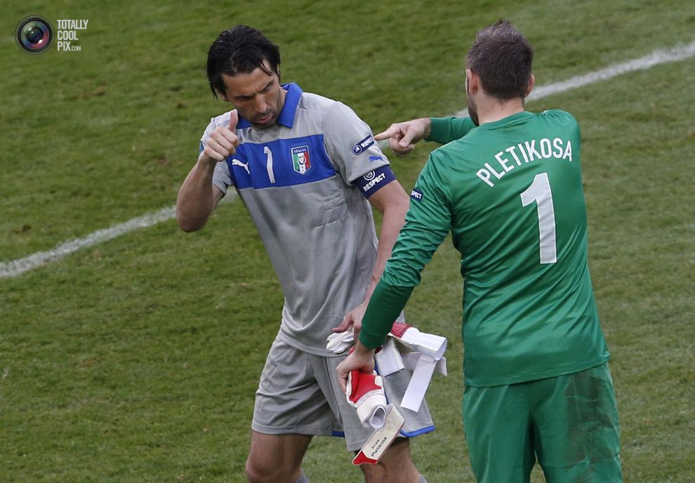 Buffon and Pletikosa Euro 2012: Italy vs Croatia