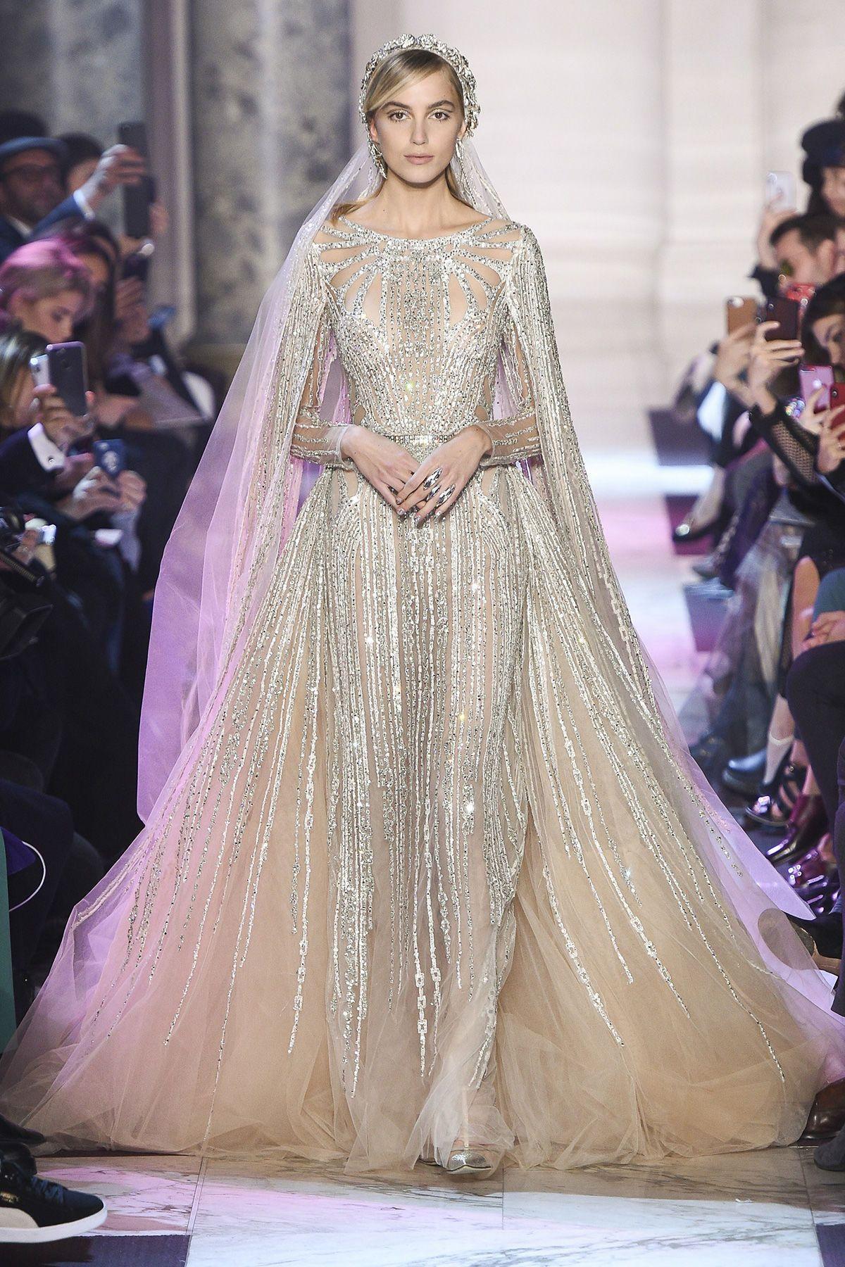 Zweimal im Jahr präsentieren die exklusivsten Modehäuser der Welt