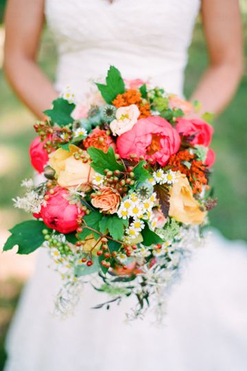 gorgeous #bouquet with berries by @Holly Chapple