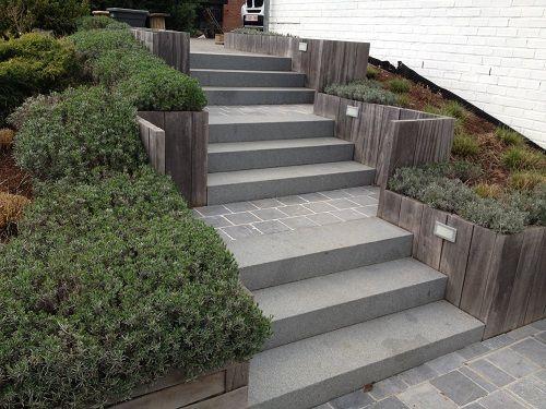 Materiaux De Construction Realisations Escalier De Jardin Jardin En Pente Escalier Exterieur