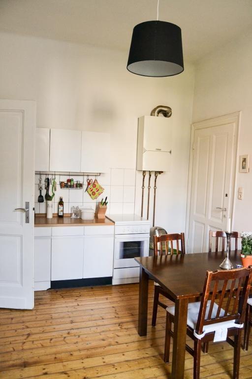 Schöne Aachener Küche mit Holzdielen-Boden und gemütlichem - holzdielen in der küche