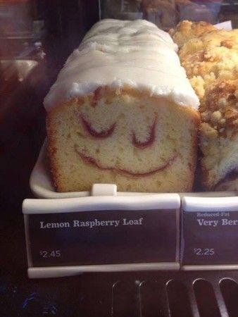 The Happiest Lemon Raspberry Loaf 面白い食べ物 スイーツ
