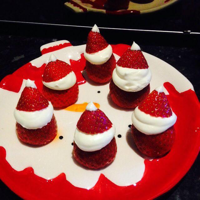 Festive Fruit ❤️ Strawberry Santas