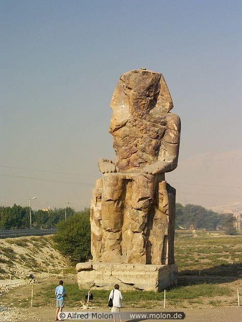 Left statue Upper Nile Valley / Luxor / Memnon Colossi