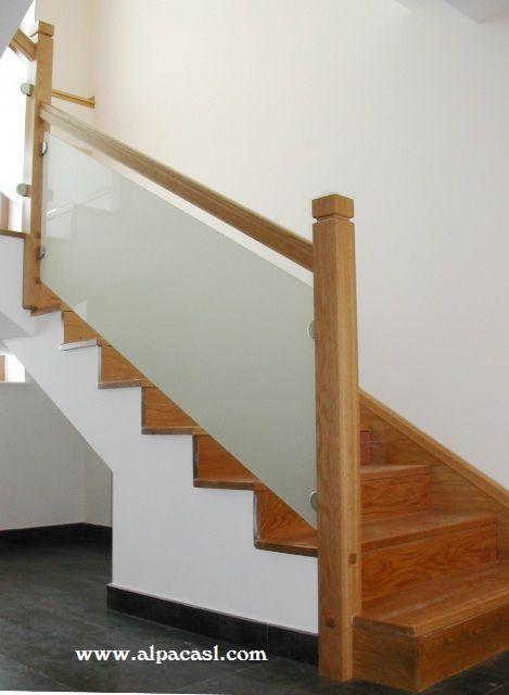 Barandilla en madera y cristal trasl cido sujeto con - Escaleras de cristal y madera ...
