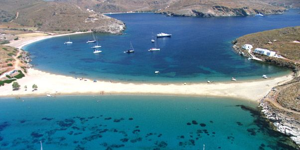 Porto Klaras Studios and Apartments in Kythnos (Kythnos) Island. Our hotel is located in the beautiful area of Loutra with endless blue of Aegean sea.