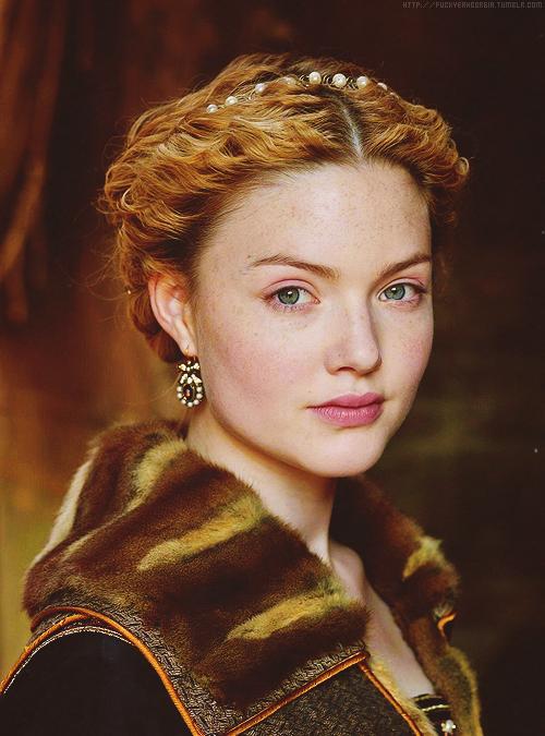 Holliday Grainger as Lucrezia Borgia in The Borgias > The MOST BEAUTIFUL redhead in the world, by far!