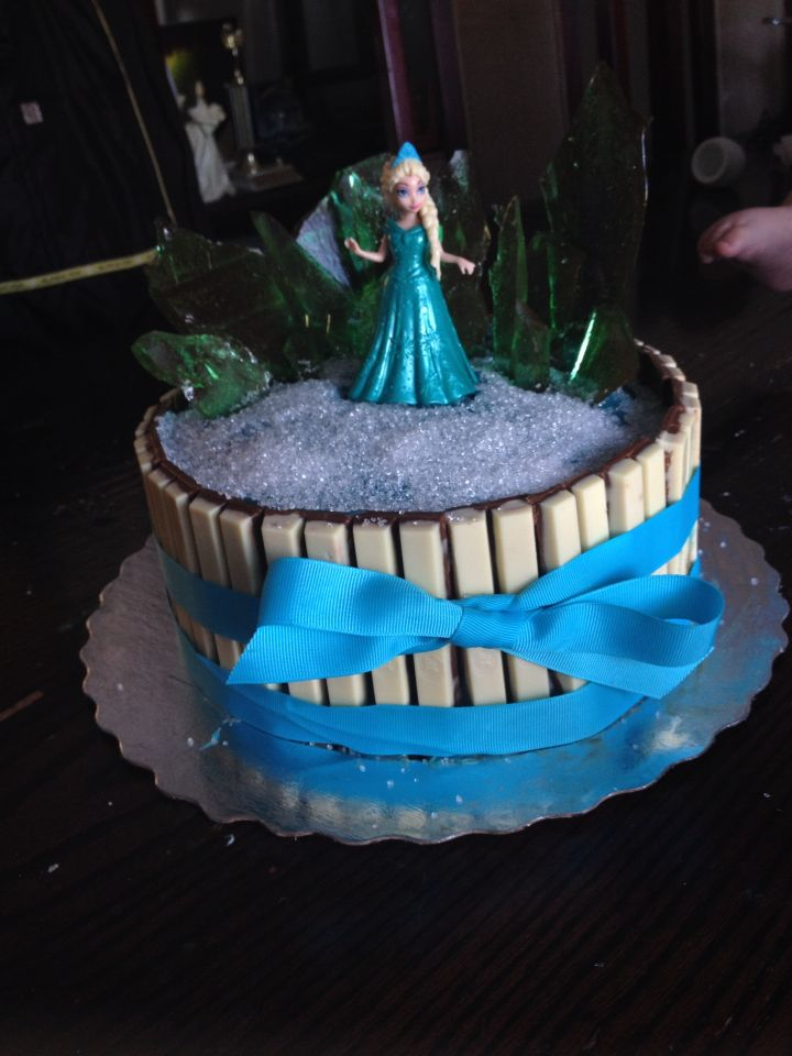 Frozen kit kat cakeused candy as the ice For My Girls