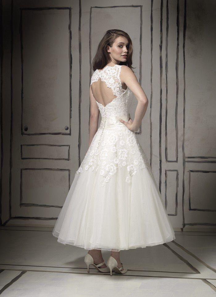 Stunning Justin Alexander Tea Length Wedding Dress 8555 Size 16 475 United Kingdom Gu Backless Lace Wedding Dress Wedding Dresses Tea Length Wedding Dress