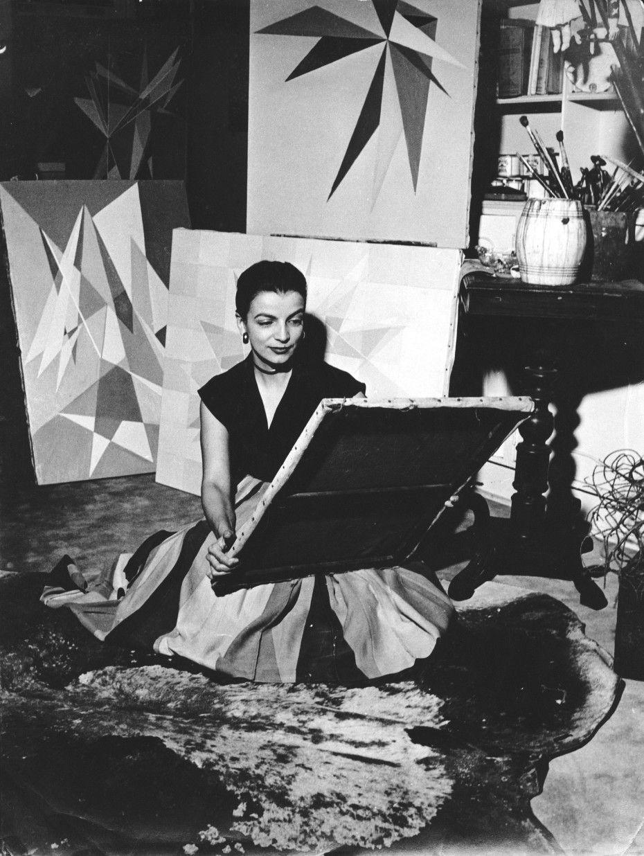Lygia Clark in her studio, Rio de Janeiro, c. 1950s © O Mundo de Lygia Clark-Associação Cultural, Rio de Janeiro