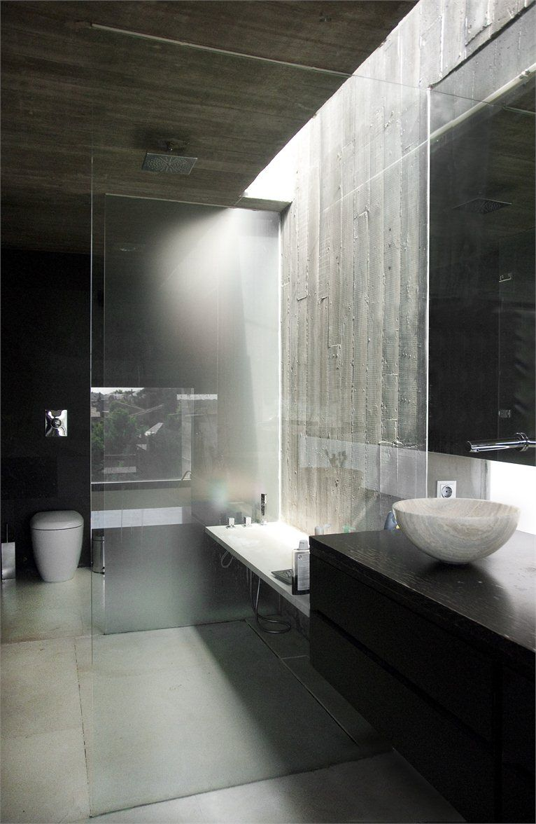 Heated bathroom with bath/shower, wc, bidet and sink of this Spain villa