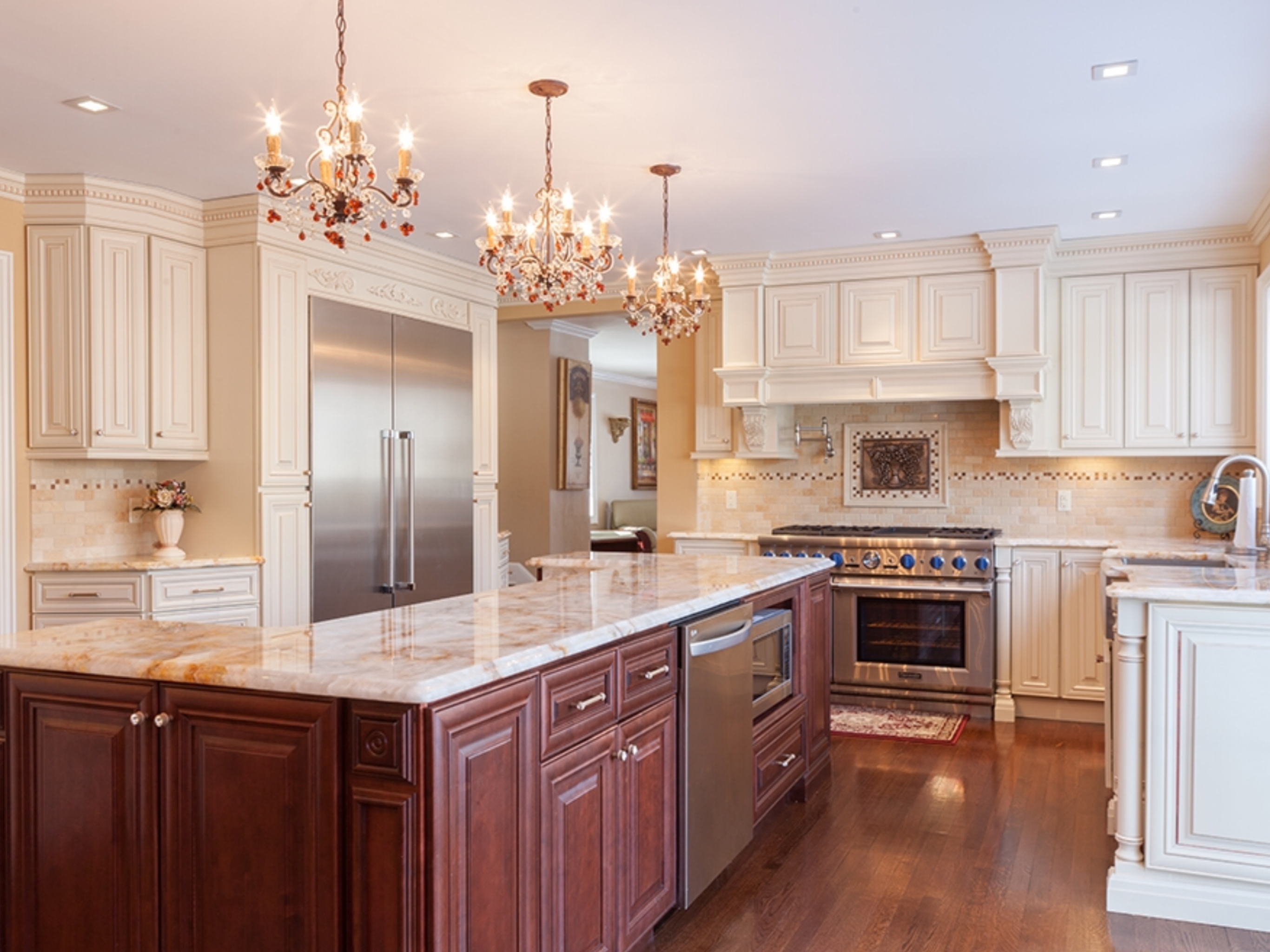 Pin By Abc Kitchens On Creme Maple Glazed Cabinets Used Kitchen Cabinets Kitchen Cabinets Wholesale Kitchen Cabinets