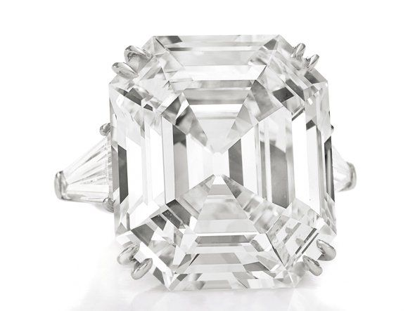 The Huge Diamond Richard Burton Gave Elizabeth Weighing In At 33 19 Carats Rathe Elizabeth Taylor Jewelry Elizabeth Taylor Diamond Flawless Diamond