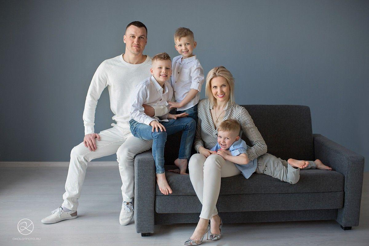 как расположить семью на фотосессии наличие чёрных трусиков