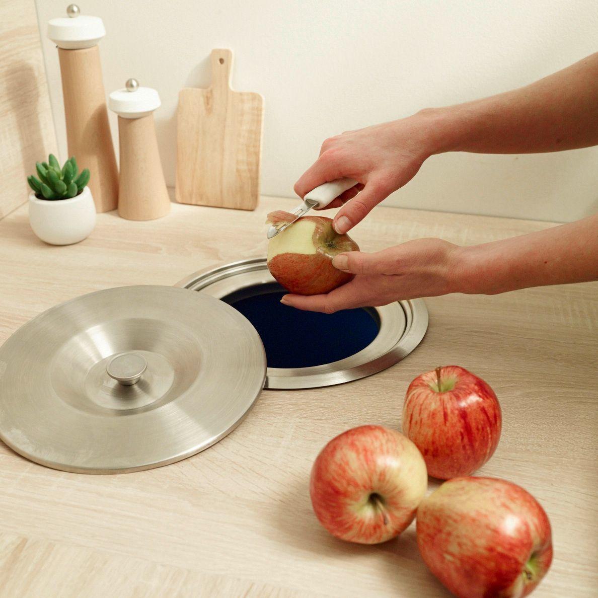 Rangement cuisine ranger malin avec astuces bien pens es - Poubelle cuisine encastrable dans plan de travail ...