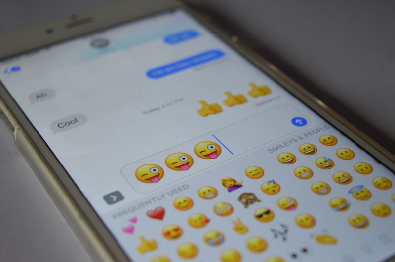 How To Send 3X Bigger Emojis in Messages in iOS 10