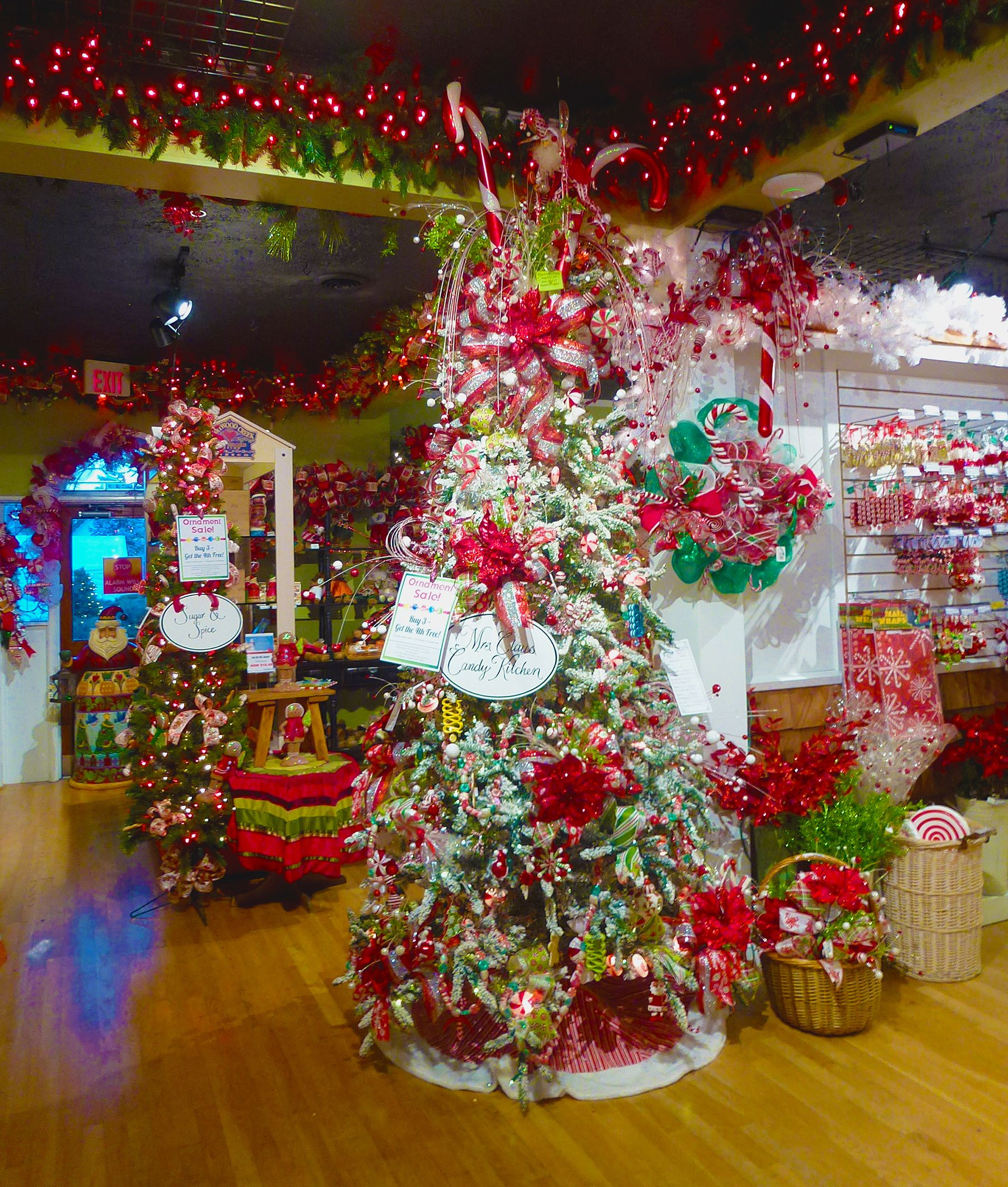 that christmas place in pigeon forge tn http www. Black Bedroom Furniture Sets. Home Design Ideas