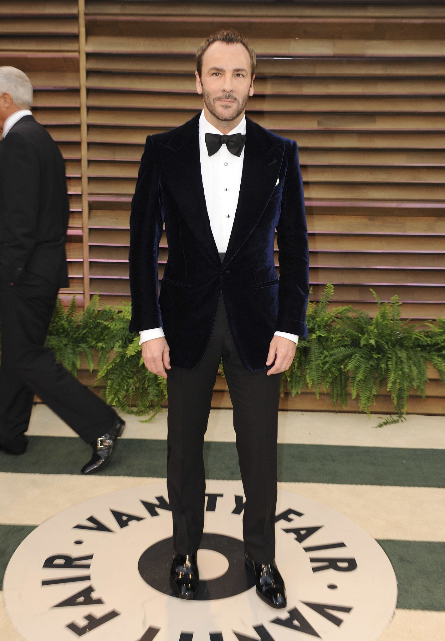 41db09c054 Tom Ford wore one of his own velvet suit jackets to the Vanity Fair ...