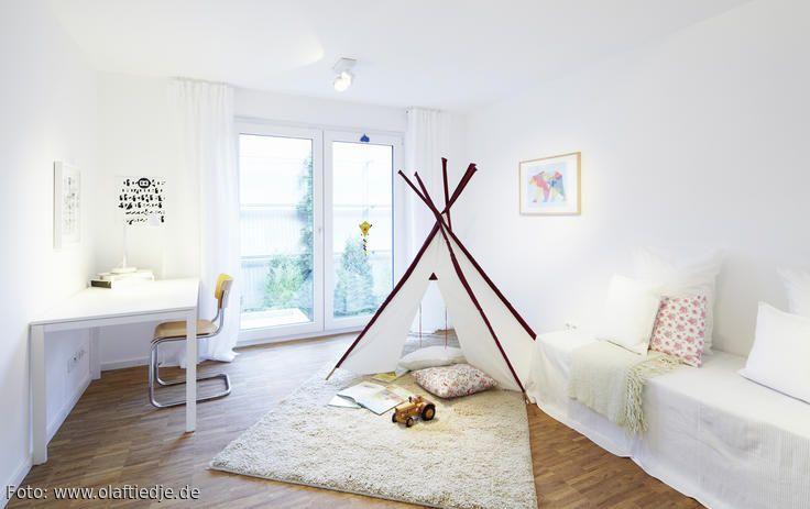 Roomido Wohnzimmer ~ Dunkler wohnzimmercharme mit cognacfarbenem ledersofa navy