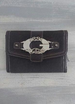 3cfd71c0881 À vendre sur  vintedfrance ! http   www.vinted .fr sacs-femmes portefeuilles 24879936-porte-feuille-guess-en-daim-marron