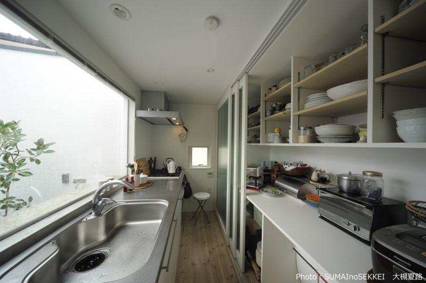 引き戸パントリーのあるキッチン オウチ15 静岡の二世帯住宅