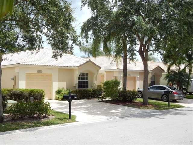 5854 Eagle Cay Ln Coconut Creek Fl 33073 3bed 2bath Home Located In Regency Lakes Is Central Located Near Schools An Starter Home House Styles Club House