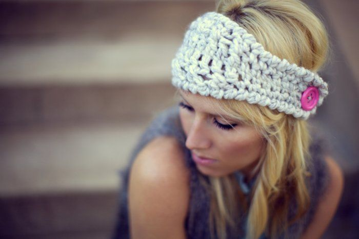love this headband, would be an easy crochet.