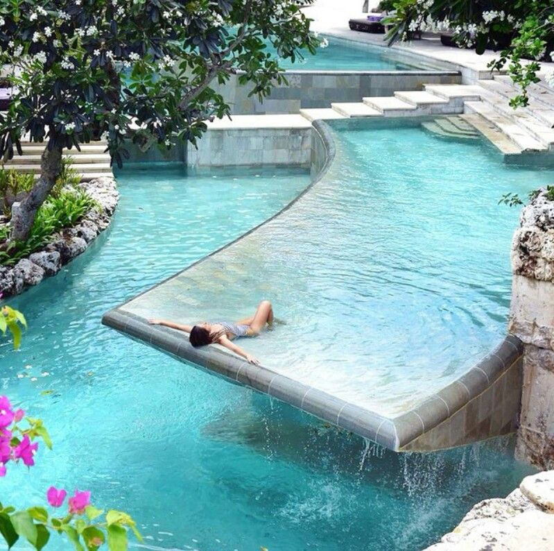 piscine de r ve d bordement dans un endroit paradisiaque best swimming pool jardin design. Black Bedroom Furniture Sets. Home Design Ideas