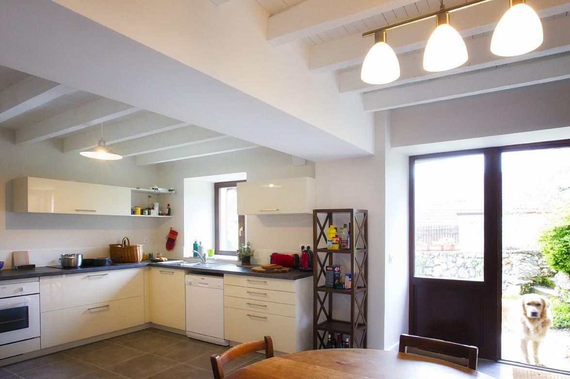 peinture plafond bois en blanc pour donner de la hauteur cuisine pinterest peinture. Black Bedroom Furniture Sets. Home Design Ideas