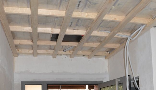 Verlaagd plafond in hout projects to try pinterest verlaagd plafond plafond en hout - Houten balkenplafond ...