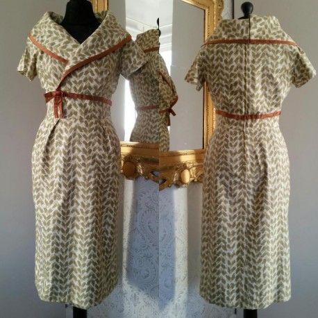 Till salu Vintage retro 50 tals wiggle dress med vid krage