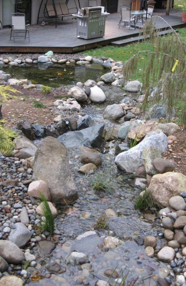 Teich mit Bachlauf garten-anlegen-kies-boden-folie Garten