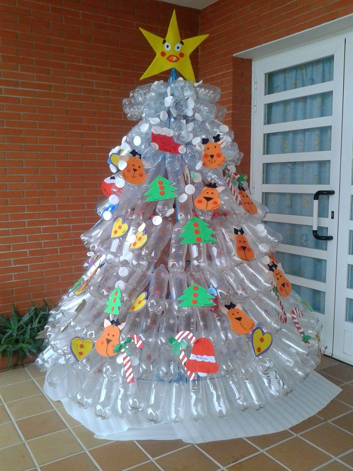 Rbol de navidad con botellas de pl stico brillante - Decoraciones navidenas con reciclaje ...