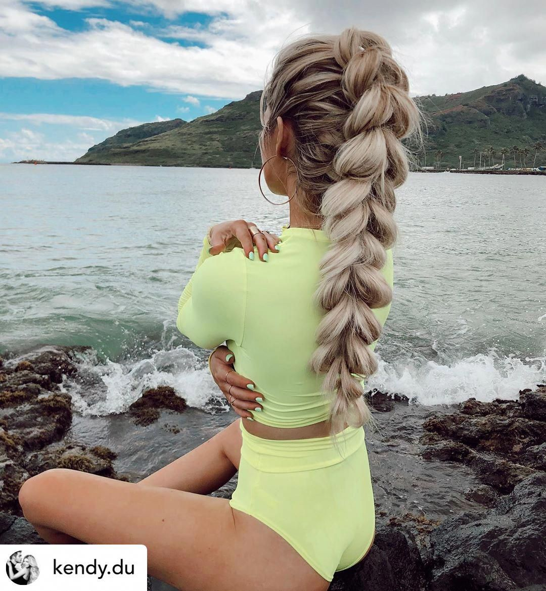 Pull-through mohawk braids are one of my favorite workout hairstyles! Let's kick off the new year ri...