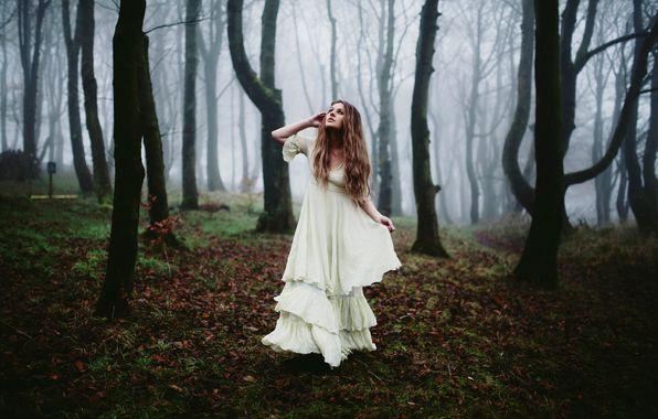 Фотосессия девушка в платье в лесу