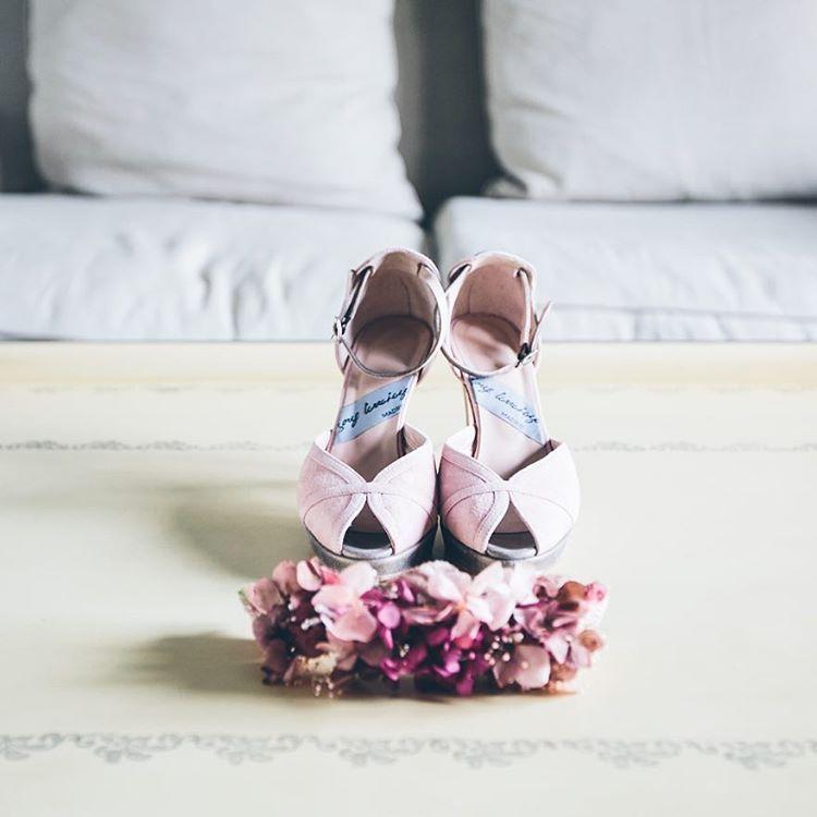 Has elegido ya los #zapatos y #tocado para el día de tu #boda? JorgeLarranaga.com  #wedding #complementos #shoes #tocadodenovia #fashion #fashionwedding #weddingphotography #fotografiadebodas #SCARPE #OINETAKOAK #SABATES #CHAUSSURES #SCHUHE