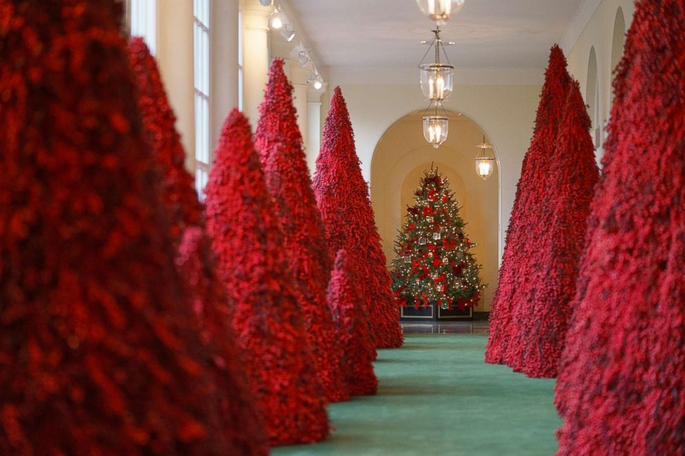 First Lady Melania Trump Unveils 2018 White House Christmas Decorations White House Christmas Decorations White House Christmas Tree Red Christmas Tree