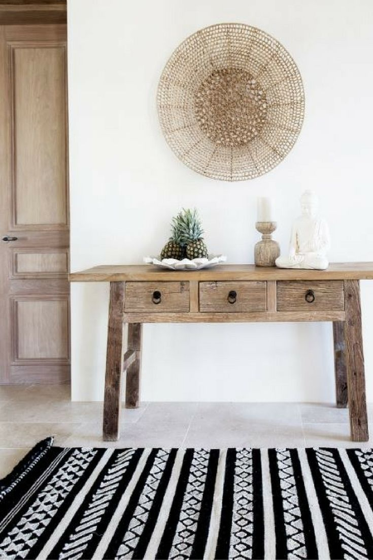 Entrance Hall Inspiration Indonesian Styling Console Table Ideas Black And Natural Wood Decor Accents Source Idees De Decor Deco Architecte Interieur