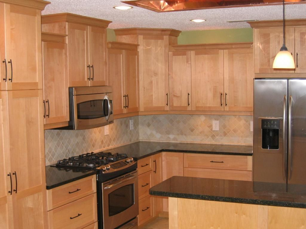 countertops for maple cabinets | Maple cabinets:Quartz ... on Maple Cabinets With Black Granite Countertops  id=20468