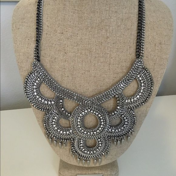 Beautiful silver and hematite statement necklace. Adjustable chain link. Amazing condition