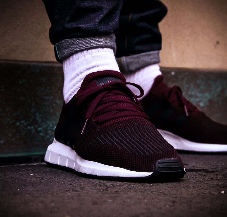half off a302a f59ab Weinroter adidas Originals Swift Run
