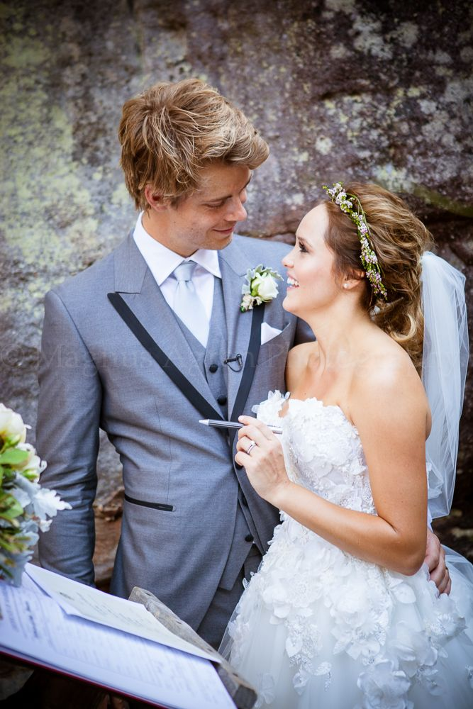 Rebecca Breeds Luke Mitchell S Relaxed Wedding Surrounded By Family And Close Friends Taking Place At The Beautiful Kangaroo Valley Bush Retreat